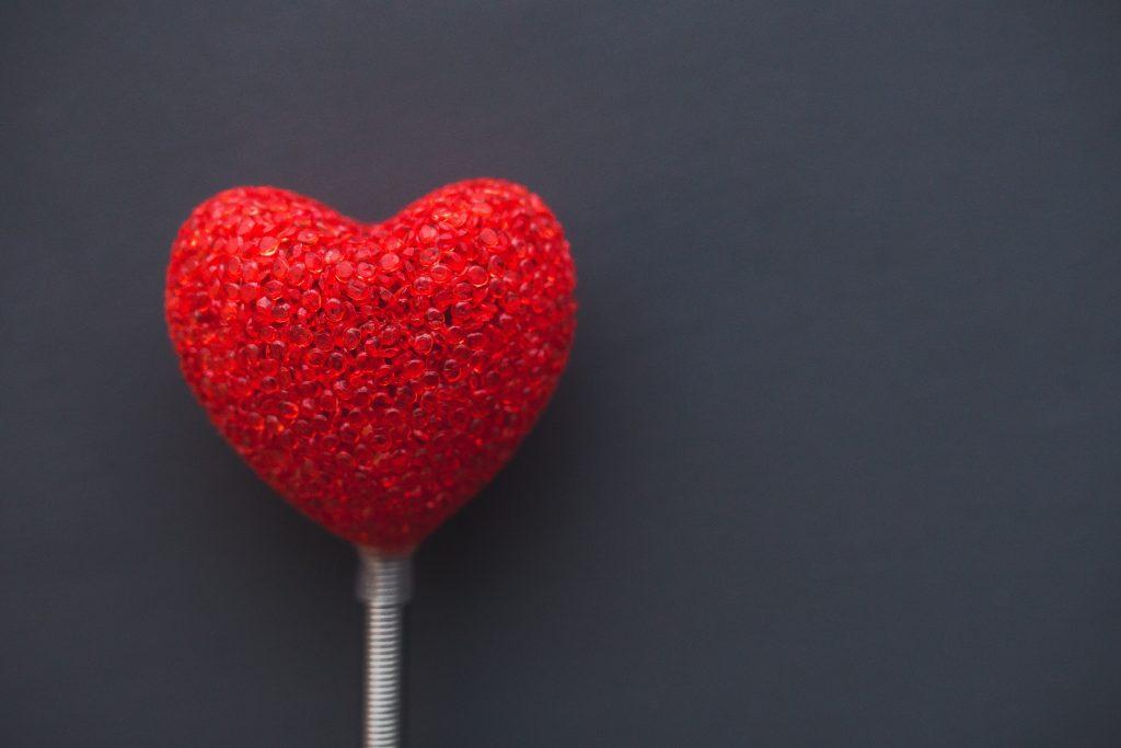 【日文學習】關於日本的小知識: 情人節要送「本命」巧克力與「義理」巧克力,兩者之間有什麼不同?而且情人節居然還有男女之分?