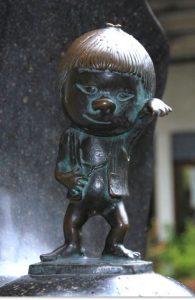 https://ja.wikipedia.org/wiki/%E3%83%95%E3%82%A1%E3%82%A4%E3%83%AB:Sakaiminato_Mizuki_Shigeru_Road_Zashikiwarashi_Statue_1.JPG