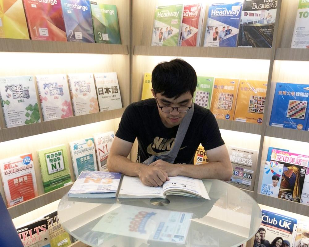 一定要找一位可以幫你把日文基礎打好的日文老師,我推薦時代國際日文補習班!